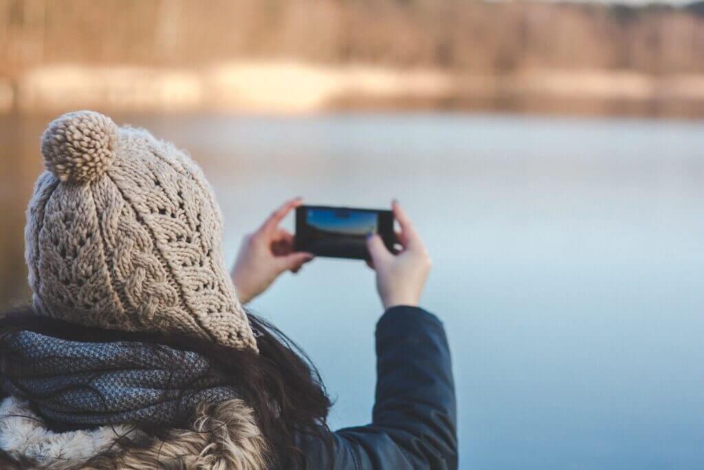 Smartphone Foto mit zwei Händen